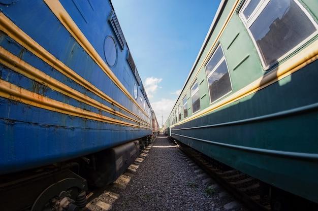 Sparato tra due vecchi treni