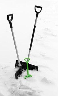 Pala per la pulizia della neve. pala per la rimozione della neve.