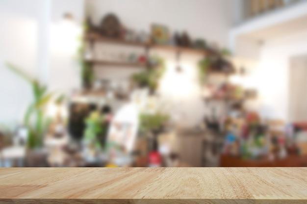 Mostra i prodotti di visualizzazione sul tavolo di legno. piano del tavolo in legno di quercia per esposizione di prodotti da esposizione con sfondo sfocato.