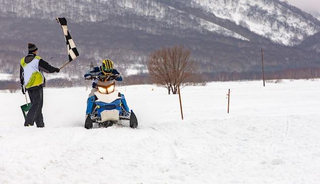 Lo spettacolo sulle motoslitte per le vacanze in kamchatka