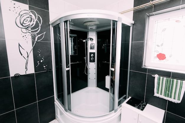Doccia in bagno in appartamento o in hotel
