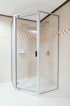 Decorazione della cabina doccia in bagno