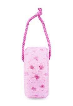 Gel doccia e asciugamano rosa isolato su sfondo bianco