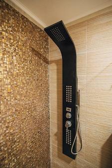 Soffione della doccia in bagno
