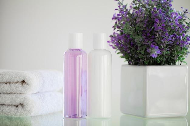 Forniture per la doccia. composizione di prodotti cosmetici di cure termali.