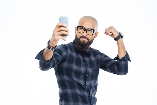 Mostrando i bicipiti e facendo selfie