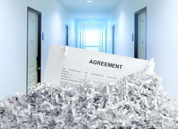 Accordo stracciato in ufficio