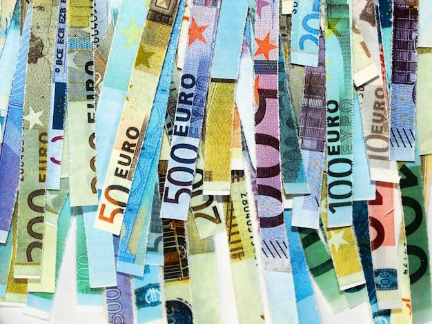 Banconote in euro triturate