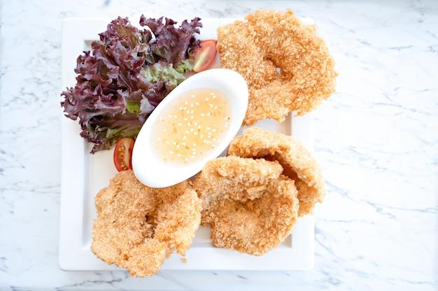 Gamberi fritti con salsa di immersione