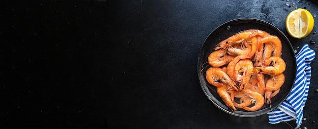 Gamberetti frutti di mare gamberi cotti pronti da mangiare che servono pasti sani