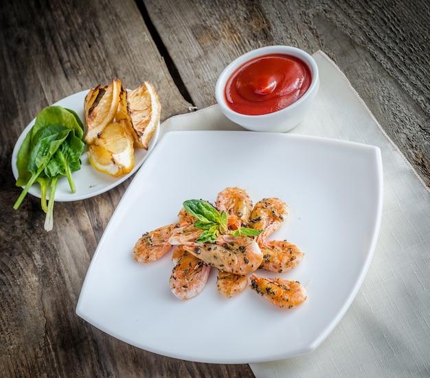 Gamberetti con salsa