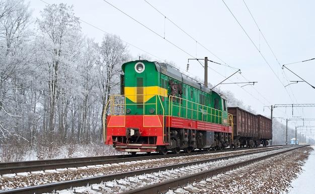 Deviatore con due gondole alle ferrovie ucraine