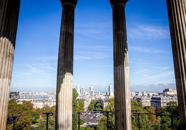 Tempio della sibilla nel parco di buttes-chaumont, parigi