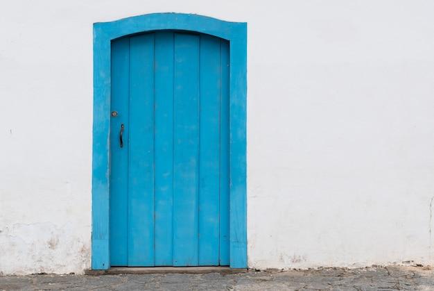Porta laterale della chiesa