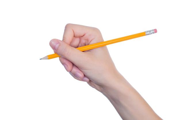La metà di profilo laterale ha girato vicino la matita della tenuta della mano della donna con la gomma isolata sul copyspace bianco della parete