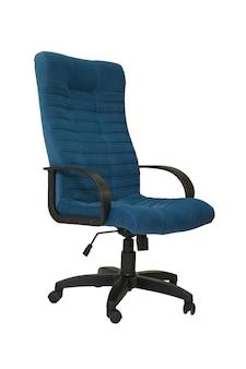 Vista laterale della poltrona da ufficio in tessuto blu su ruote isolato su sfondo bianco