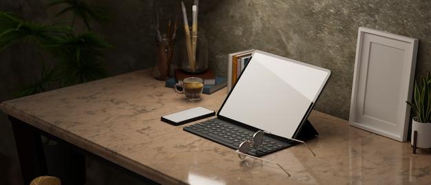 Smartphone tablet portatile con vista laterale in mockup di cornice poster mockup schermo vuoto su classico marrone