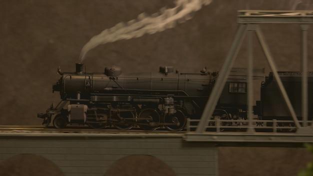 Replica vista laterale del treno a vapore.