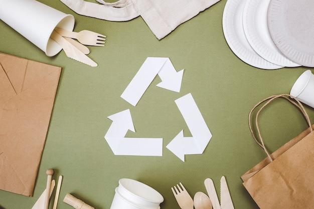 Iscriviti ecologico. raccolta differenziata. prendersi cura dell'ambiente.
