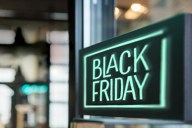Accedi al negozio black friday concetto della vendita stagionale