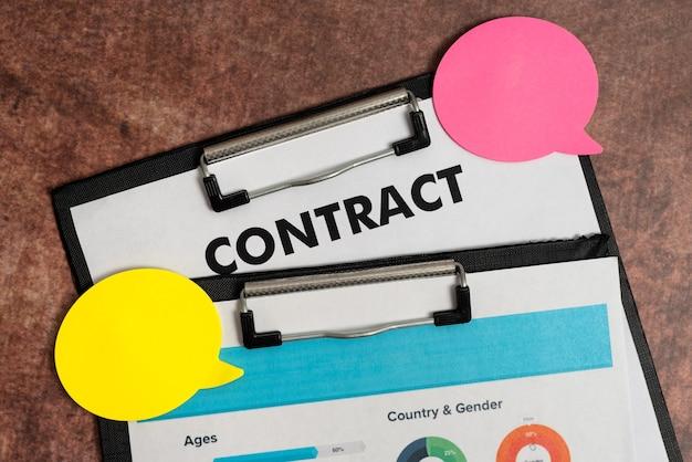Firma di nuovi contratti, chiusura di accordi, transazioni e calcoli dei mutui, pianificazione
