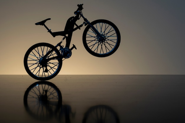 Sagoma di una bicicletta con riflesso