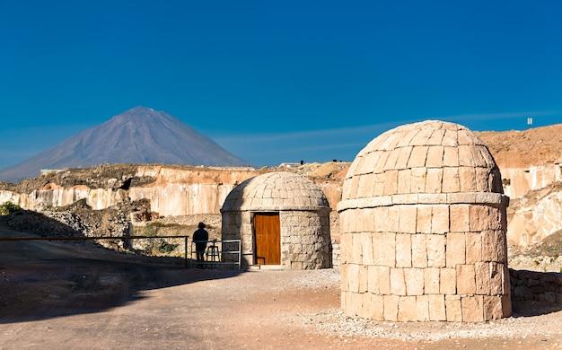 Cave di sillar, estrazione di roccia vulcanica ad arequipa, perù