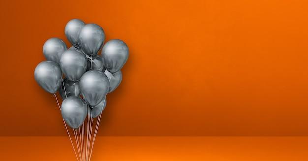 Mazzo di palloncini d'argento sulla superficie arancione