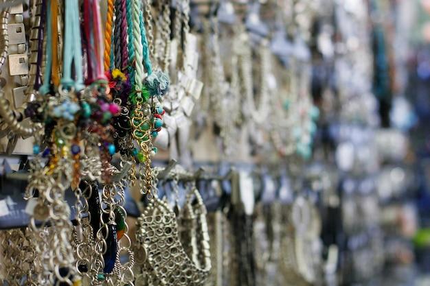 Gioielli in argento nel negozio