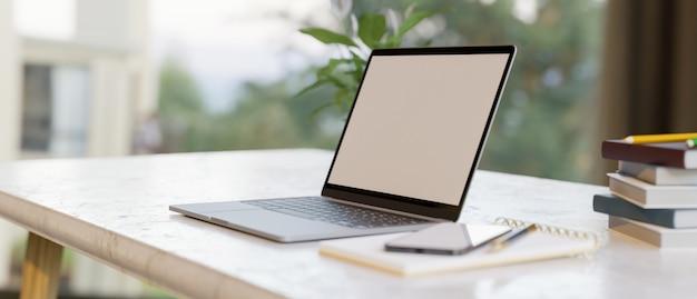 Semplice spazio di lavoro domestico con mockup di schermo vuoto del computer portatile con forniture di rendering 3d