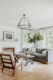 Interni semplici del soggiorno