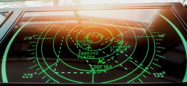 Schermata di simulazione con vari voli per trasporto e passeggeri.