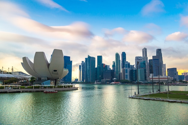 Orizzonte della città di singapore di notte