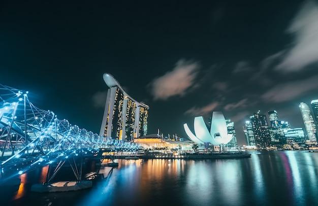 Skyline di singapore di notte
