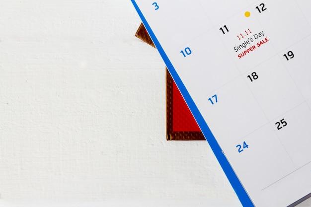 Concetto di vendita per il singolo giorno della cina, 11.11.2019 calendario per rimanere in vendita per single dell'11,11 con sfondo bianco.