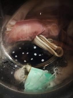 Mascherina medica monouso che si lava con altri vestiti