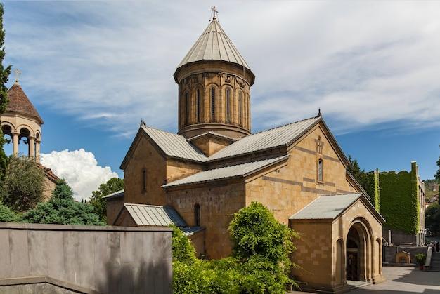 La cattedrale di sioni il primo piano di tbilisi. la cattedrale di sioni il tbilisi.