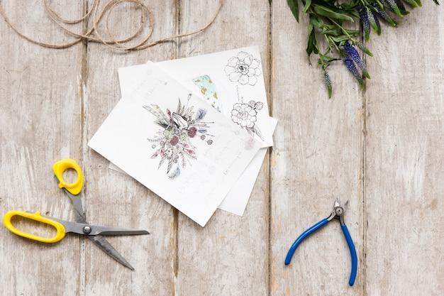 Schizzo di bouquet. laboratorio di floristica, vista dall'alto degli strumenti. posto di lavoro di fiorista con decorazioni. opera d'arte decorativa dal fiore di primavera