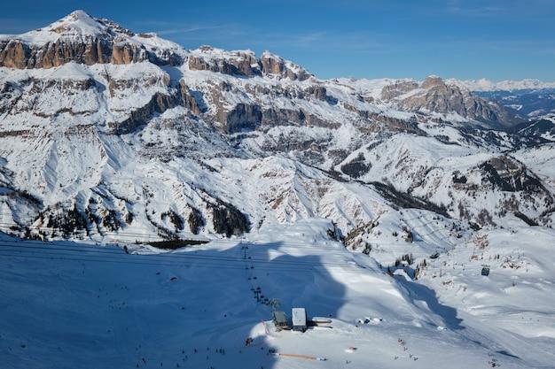 Stazione sciistica nelle dolomiti, italia