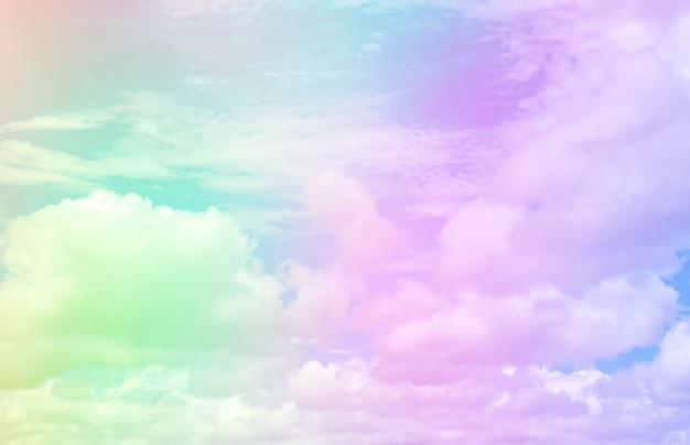 Cielo e nuvole su un bellissimo sfondo pastello
