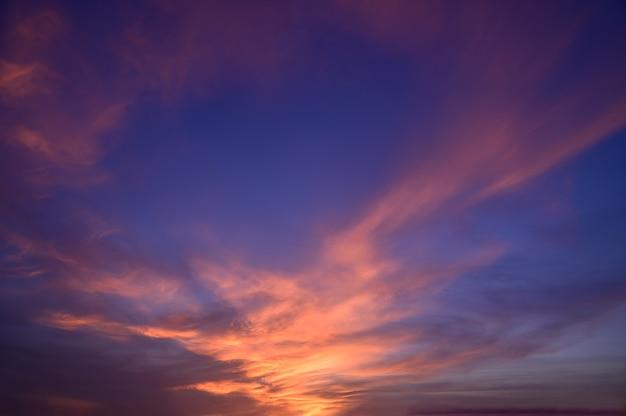 Cielo e nuvole in serata tramonto