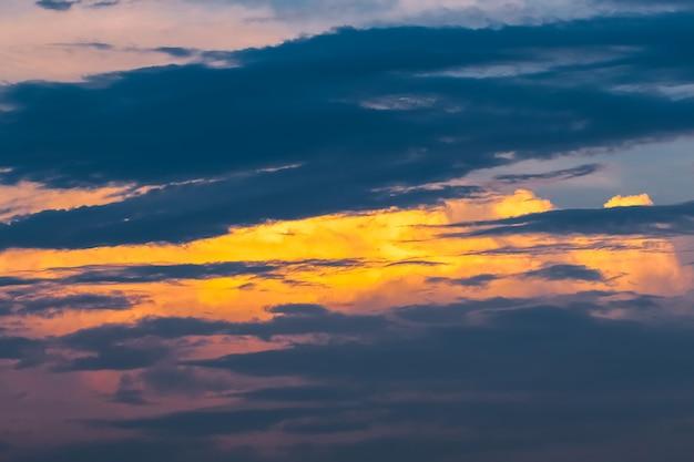 Cielo con nuvoloso come sfondo, sfondo cielo pastello