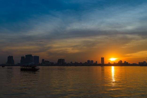 Skyline al tramonto