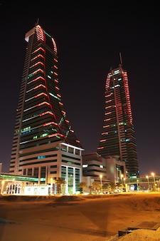 Il grattacielo nel porto finanziario del bahrain, manama, bahrain