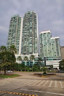 Grattacieli sul lungomare della città di panama, america centrale