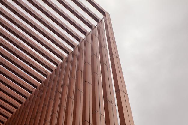 Parete della stecca della costruzione moderna alla tailandia