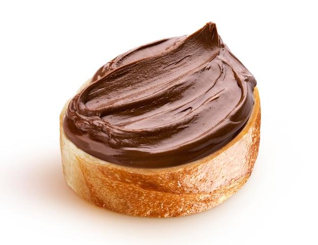 Fetta di pane con crema al cioccolato e nocciole
