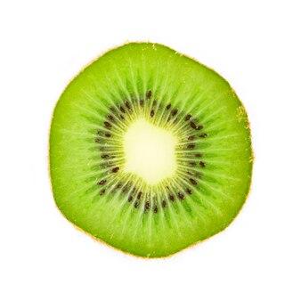 Fetta di kiwi maturo delizioso e sano succoso, isolato su priorità bassa bianca.