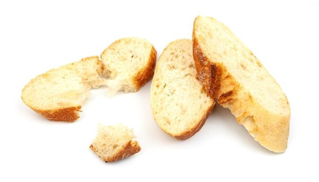 Fette di pane baguette percorso isolato su sfondo bianco