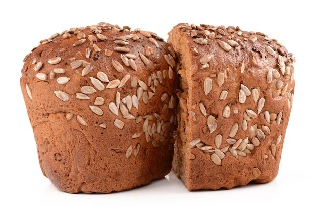 Pane a fette isolato su bianco
